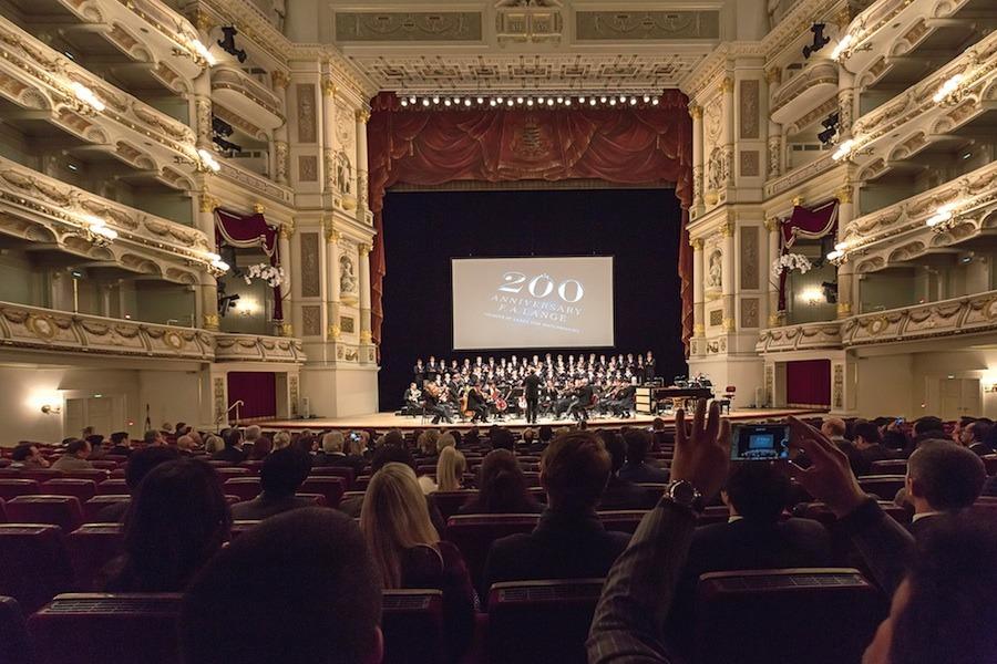 Die Uhr über dem Bühnenportal der Semperoper in Dresden diente als Inspiration für das Großdatum der Lange 1