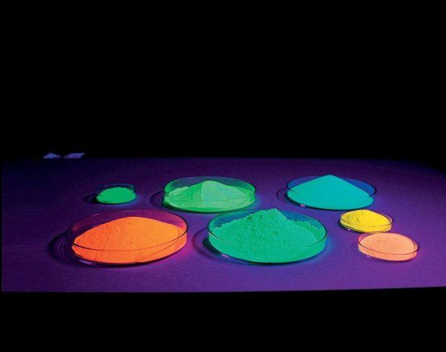 Pigmente auf der Basis von Erdalkali-Aluminaten