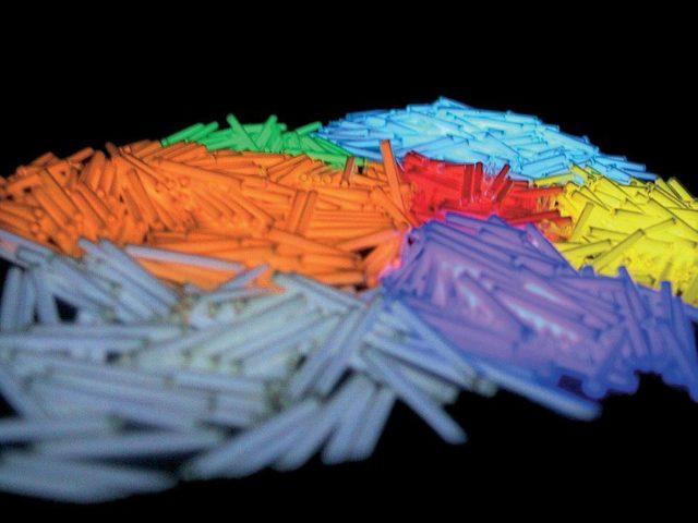 Trigalight: Im Inneren der luftdicht verschlossenen Glasröhrchen bringen winzige Mengen Tritium das Zinksulfid zum Leuchten