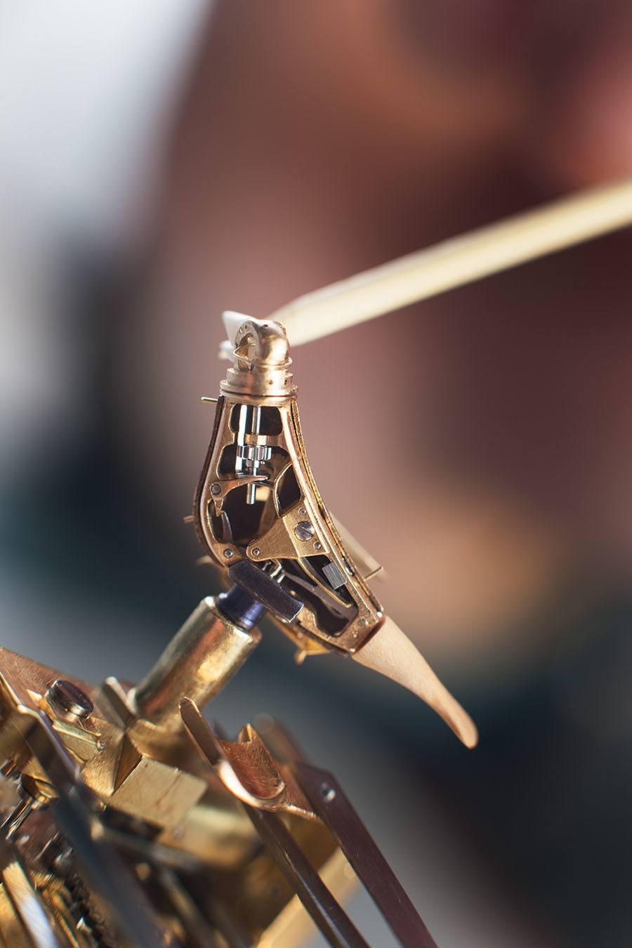 Parmigiani Fleurier: Restaurierung einer historischen Pistole mit Singvogel