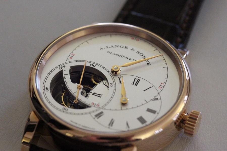 """Das Richard Lange Tourbillon """"Pour le Mérite"""" mit ausgeschwenktem Teilzifferblatt für die Stunde"""
