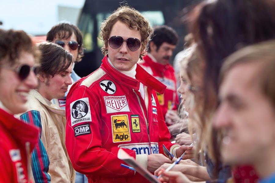 """In """"Rush – Alles für den Sieg"""" trägt Daniel Brühl in der Rolle des Niki Lauda eine TAG Heuer Carrera."""