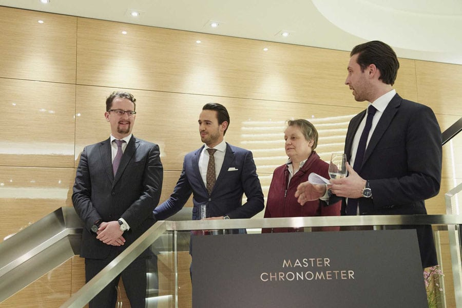 v.l.n.r. Jens Rempp, Brandmanager Omega und Geschäftsführer Swatch Group Deutschland; Julian Lichtsteiner, Area Sales und International Training Manager; Martina Richter, stellvertretende Chefredakteurin UHREN-MAGAZIN und Tim Neugebauer, Omega Boutique Manager München