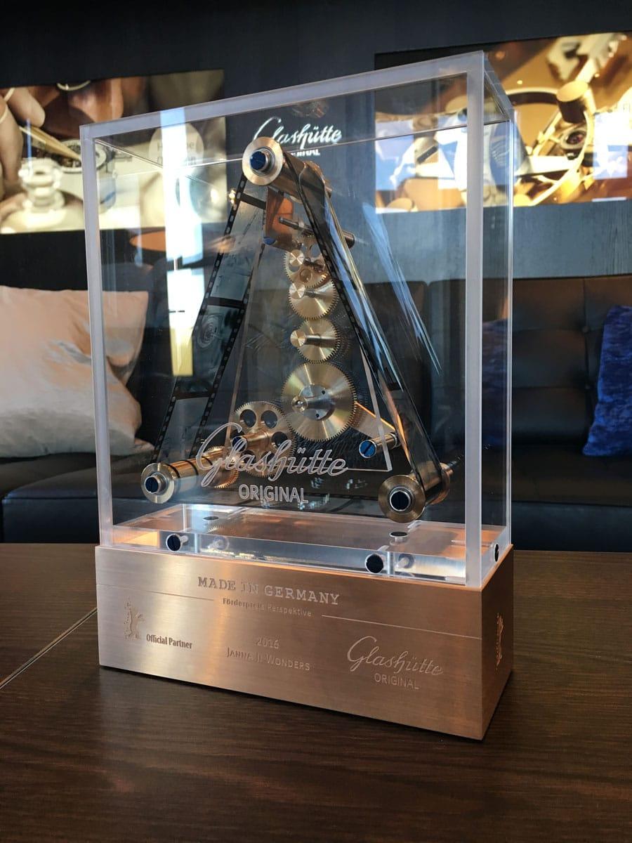Den mit 15.000 Euro dotierten Preis erhielt 2016 gemeinsam mit der in Glashütte gefertigte Trophäe die Regisseurin Janna Ji Wonders