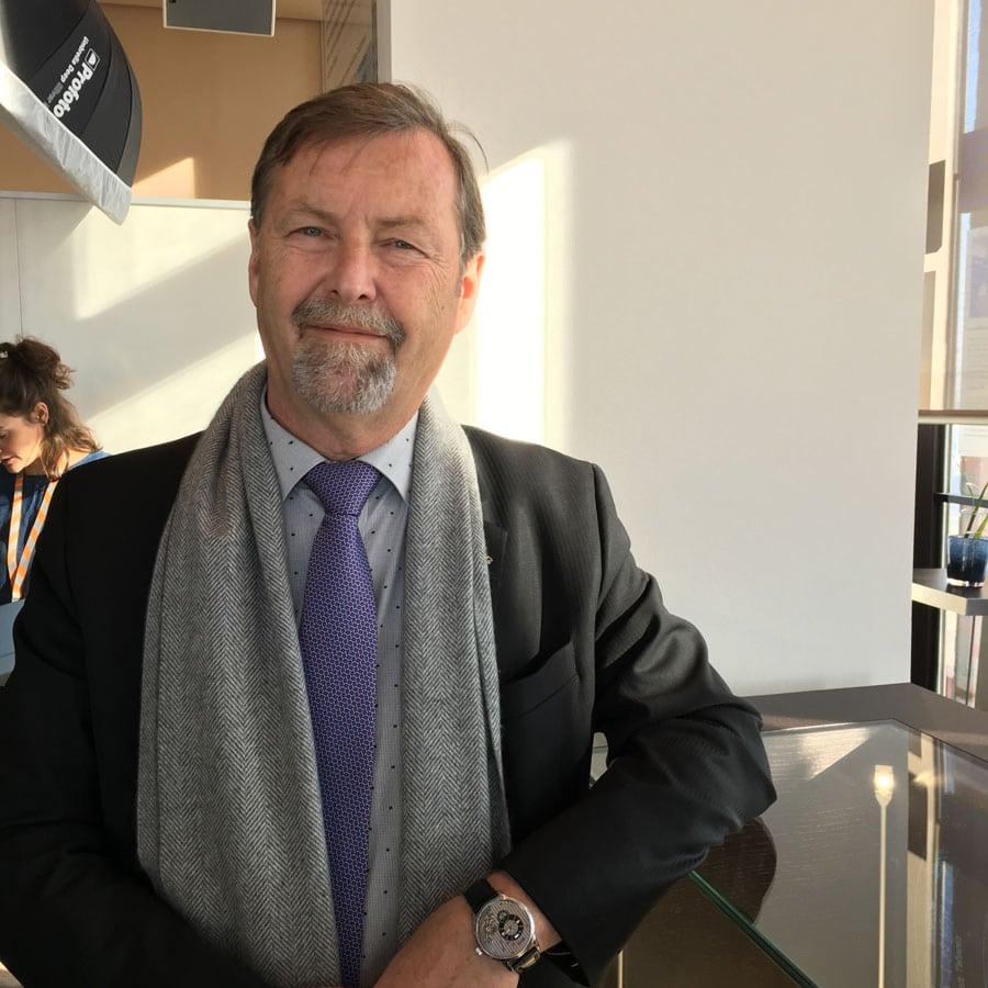 Glashütte-Original-CEO Yann Gamard trägt die PanomaticInverse