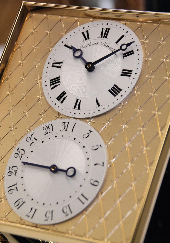 Neben der Uhrzeit wird die wohl wichtigste Funktion des täglichen Bedarfs – das Datum – in gleicher Größe angezeigt