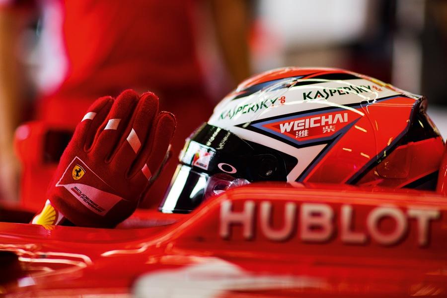 Hublot-Schriftzug auf einem Forme-1-Sportwagen von Ferrari
