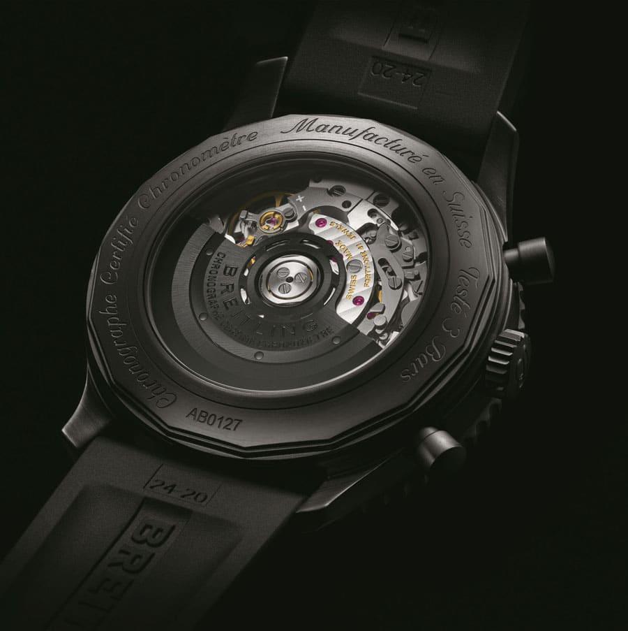 Breitling: Durch den Saphirglasboden der Navitimer 46 Blacksteel ist das Breitling-Manufakturkaliber B01 sichtbar