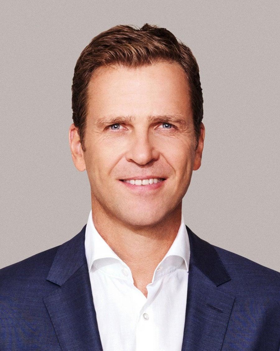 Oliver Bierhoff, Manager der deutschen Fußballnationalmannschaft im Interview mit Watchtime.net zur Fußballeuropameisterschaft 2016