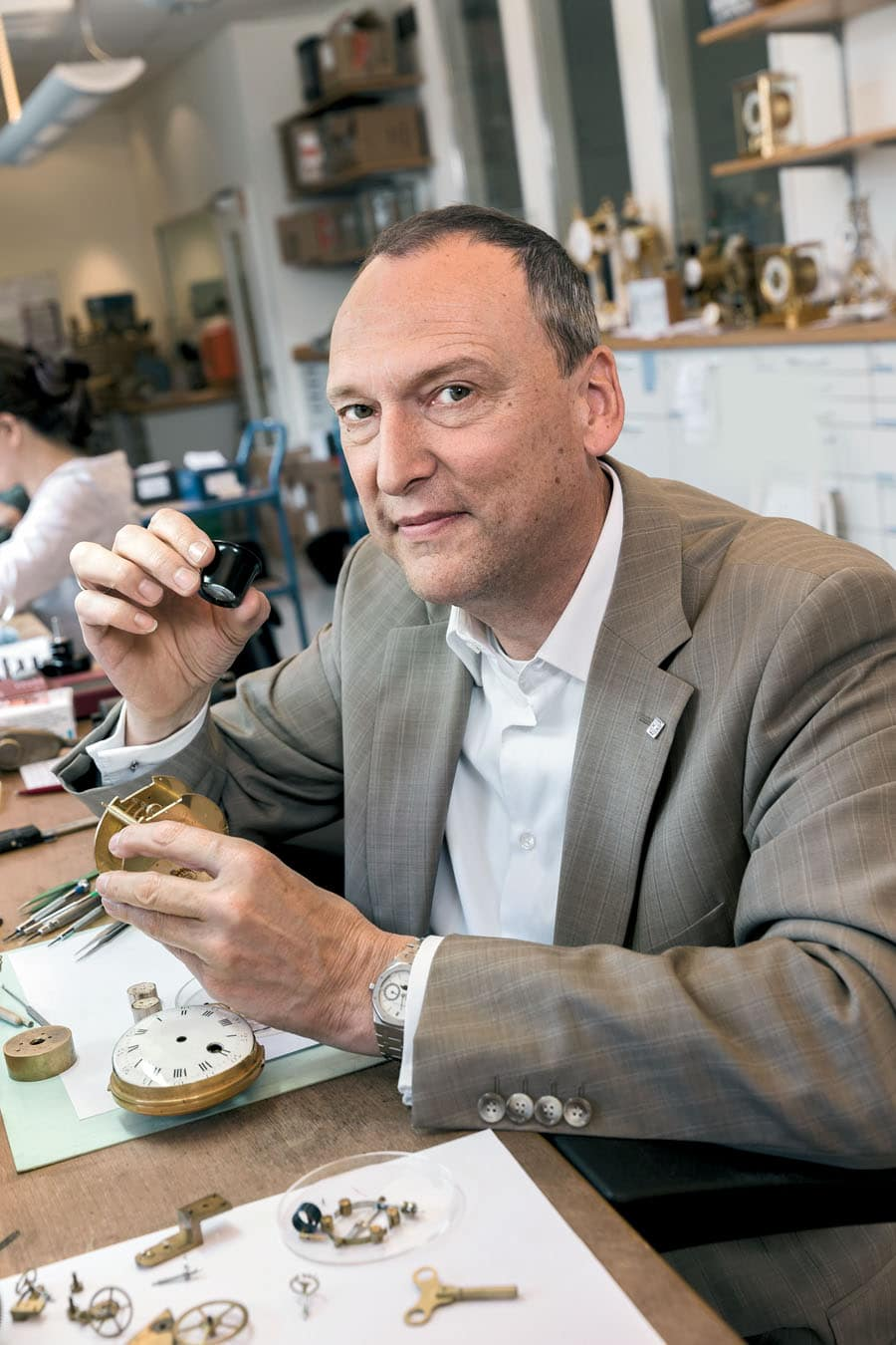 Taco Walstra, Leiter der Zentralwerkstatt bei Juwelier Wempe in Hamburg