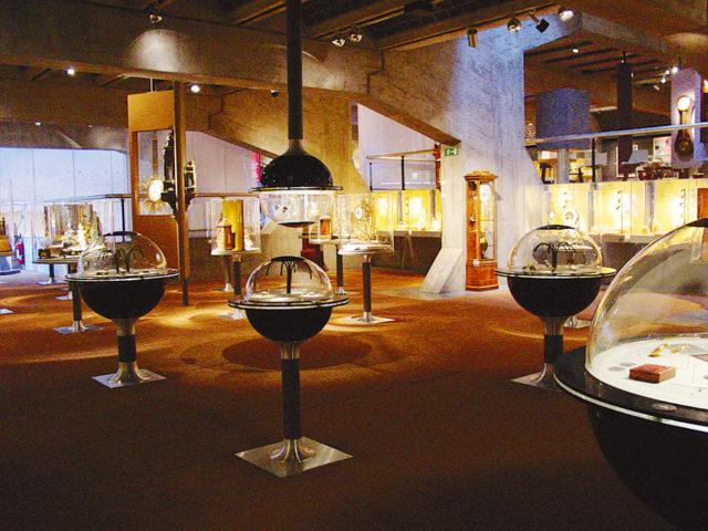 Vitrinen im Intenationalen Uhrenmuseum La Chaux-de-Fonds