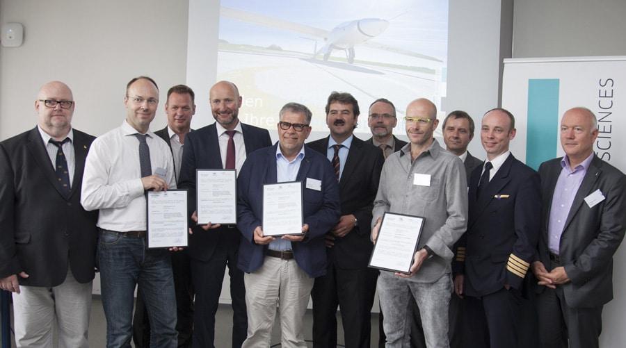 Übergabe der ersten DIN-8330-Zertifikate für Fliegeruhren im Juni 2016