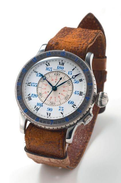 Eine frühe Version der Lindberghuhr am Lederband mit Durchzug unter dem Gehäuse.