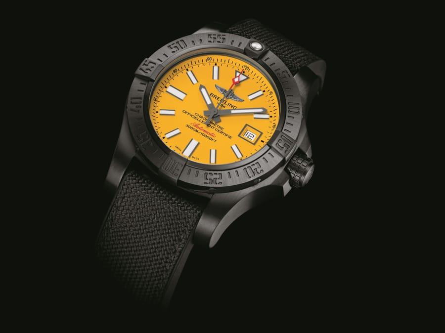 Breitling: Avenger II Seawolf Blacksteel in Schwarz und Gelb