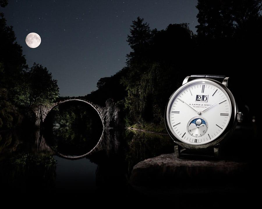Saxonia Mondphase vor der mondbeschienenen Rakotzbrücke in Kromlau, Sachsen