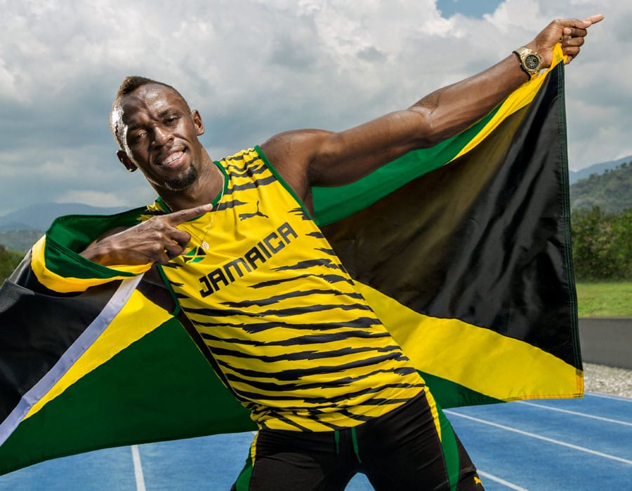 "Usain Bolt in seiner berühmten Siegespose ""Lightning Bolt"" mit der Hublot Big Bang Unico Yellow Gold Usain Bolt am Handgelenk"