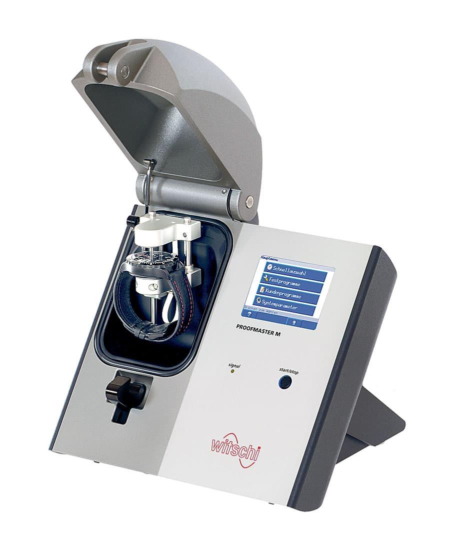 """Der """"Proofmaster M"""" von Witschi Electronics analysiert, ob und wie stark sich ein Uhrengehäuse unter Druck oder in einem Vakuum deformiert"""