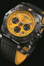 Kontrastreich: der Chronomat 44 Blacksteel Special Edition von Breitling