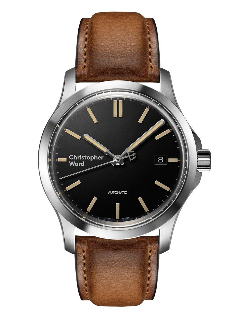 Mit der C65 wurde 2016 auch ein neues Logo bei 9 Uhr vorgestellt, die Uhr ist ab 680 Euro erhältlich und basiert auf dem SW 200-1 von Sellita.