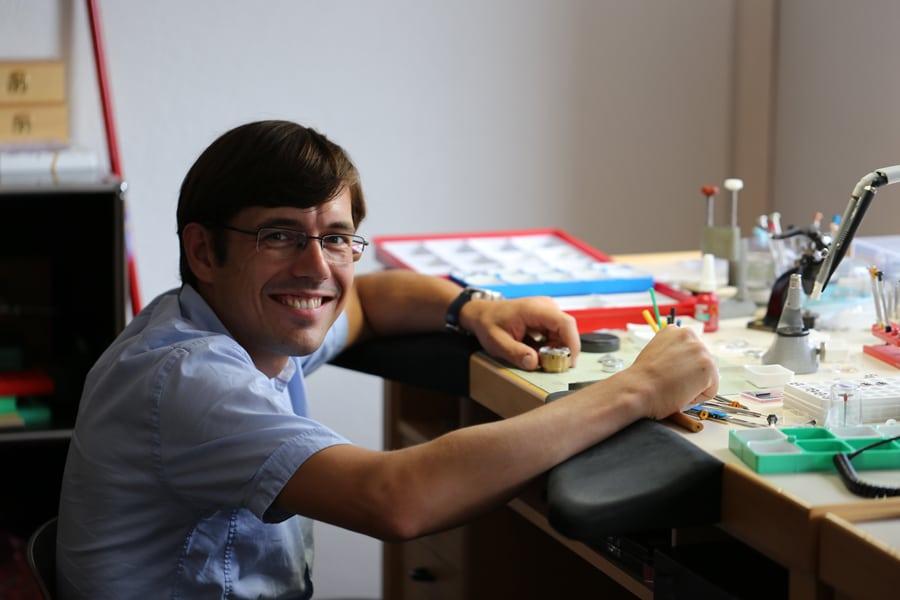Johannes Jahnke, technischer Direktor von Synergies Horlogères, zeichnet für die Entwicklung des In-House-Kalibers SH21 verantwortlich.