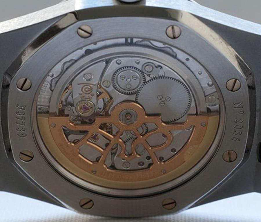 Im Detail: Das Automatikkaliber 2121 der Audemars Piguet Royal-Oak-15202ST