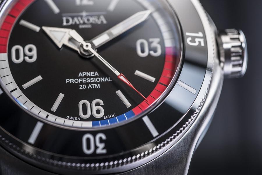 Die rote Spitze des Sekundenzeigers erleichtert das Ablesen der Apnea Diver Automatic von Davosa