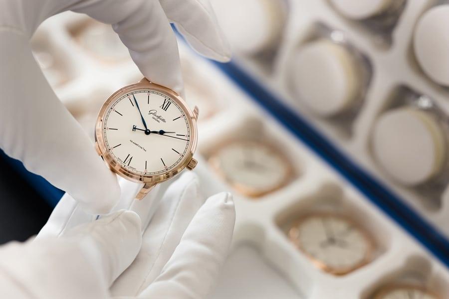 Mit dem neuen Kaliber 36 in der Senator Excellence führt Glashütte Original einen neuen Qualitätsstandard ein.