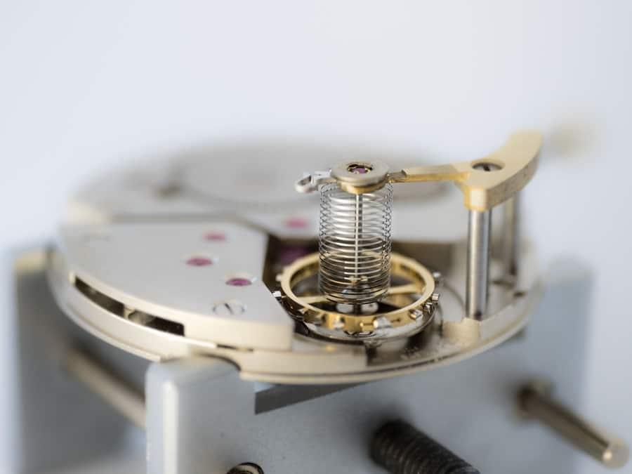 Precision Engineering AG: zylindrische Spirale im Uhrwerk