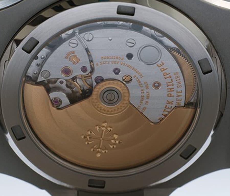 Im Detail: Das Automatikkaliber 324 SC der Patek Philippe Nautilus 5711/1A