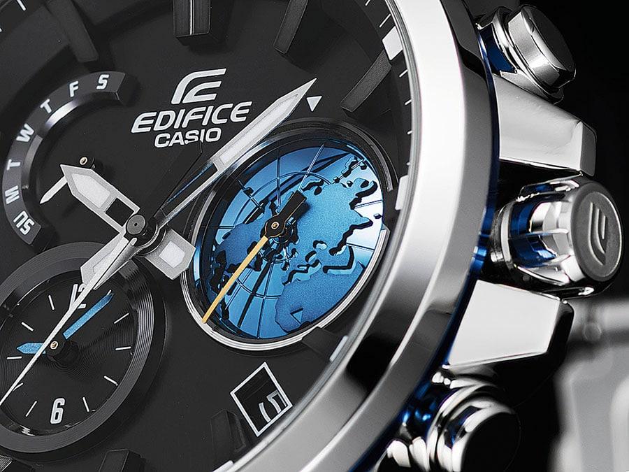 Das jüngste Edifice-Modell präsentiert sich mit einem mehrdimensionalen Zifferblatt und einer an die Weltzeit gekoppelten, stilisierten Erdkugel; die zweite Zeit wird bei acht Uhr angezeigt