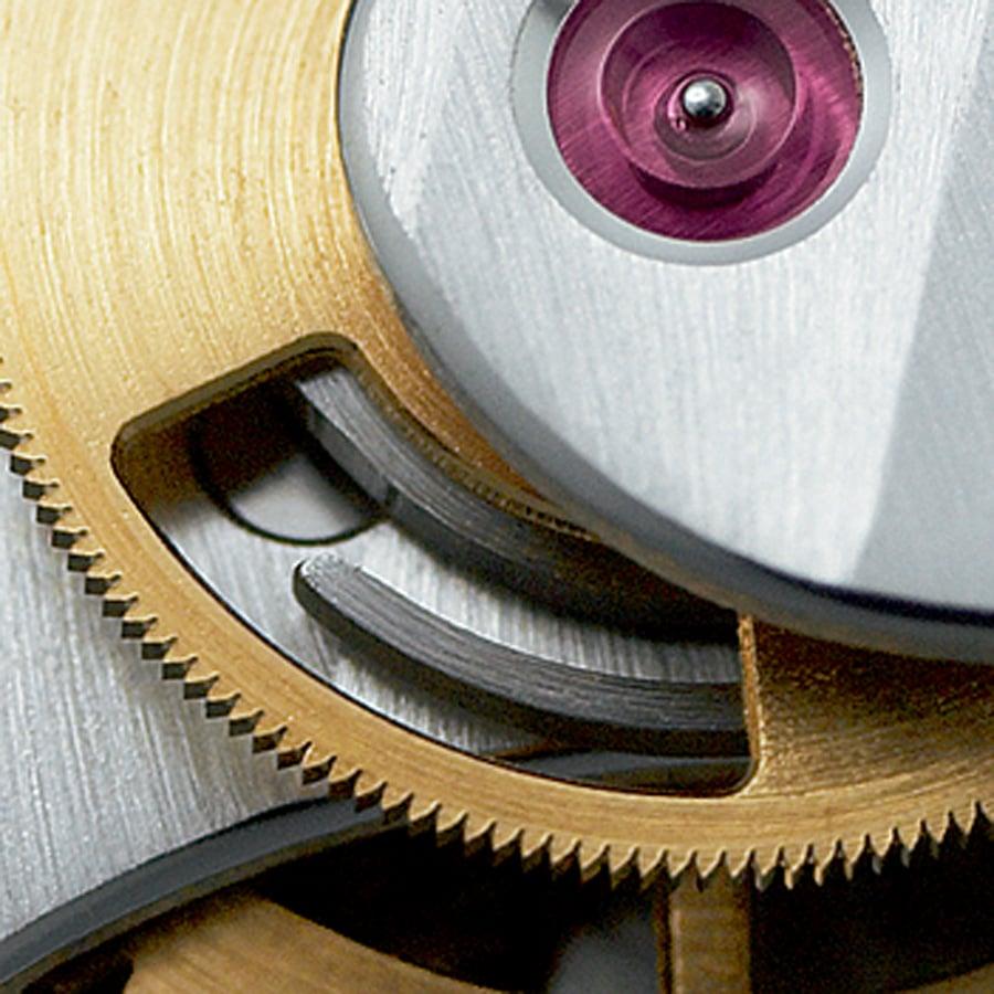 Geschlitzte Minutenzählnocke: Sie verhindert das Vibrieren des Chronographenzählzeigers beim Nullstellen