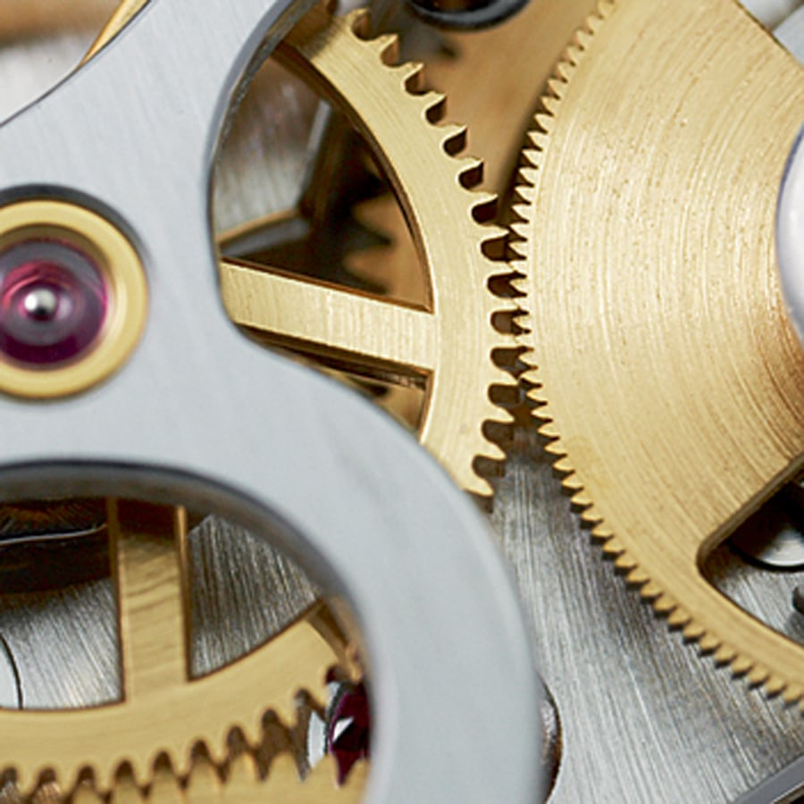 Optimiertes Zahnprofil: Schließt das Risiko eines Zeigersprungs beim Starten des Chronographen aus