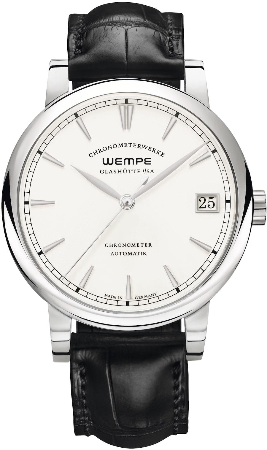 Die Chronometerwerke Automatik beherbergt das Manufakturwerk CW4.