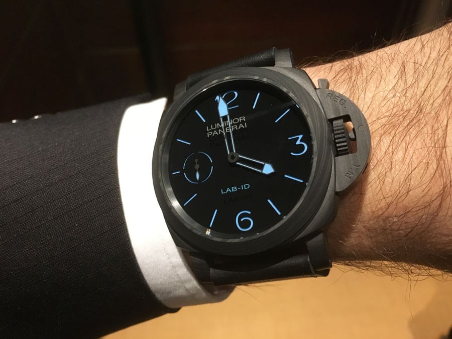 Wristshot der Panerai LAB-ID Luminor 1950 Carbotech