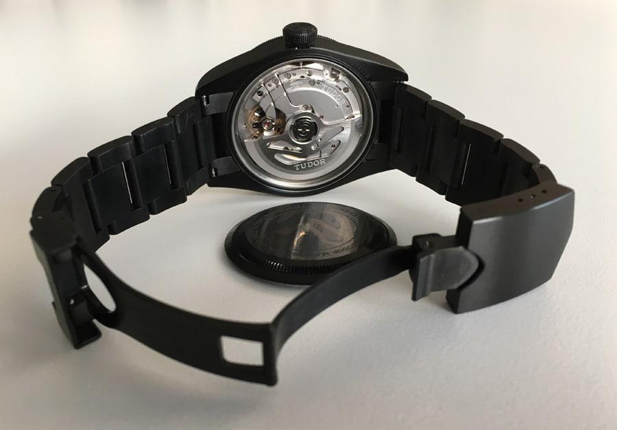 Das Manufakturkaliber MT5602 der Heritage Black Bay Dark ist robust konstruiert und läuft chronometergenau.