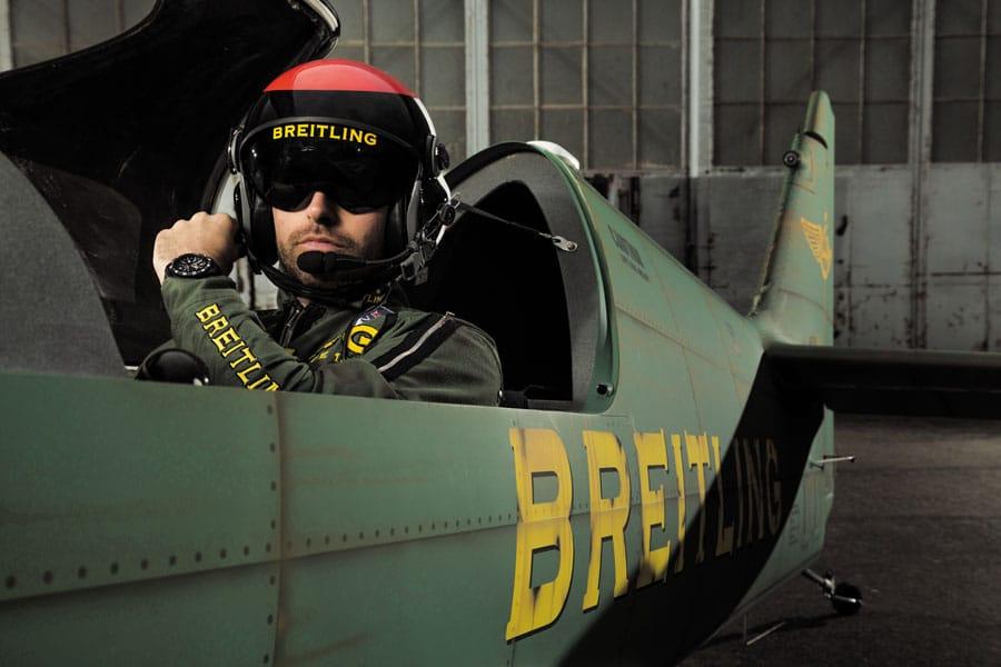 Der Pilot Mika Brageot, gesponsert von Breitling