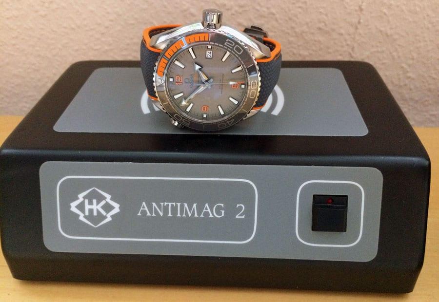 Eine Entmagnetisierung ist bei der Omega Seamaster Planet Ocean 600 M Co-Axial Master Chronometer nicht notwendig