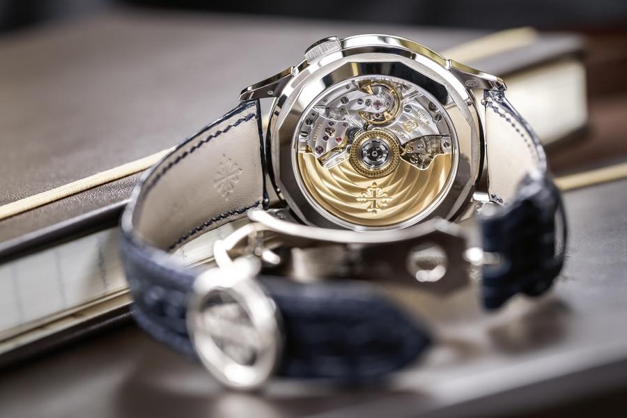 Im Innern der Patek Philippe Referenz 5930 arbeitet das Chronographenkaliber CH 28-520 HU mit patentiertem Weltzeitmechanismus