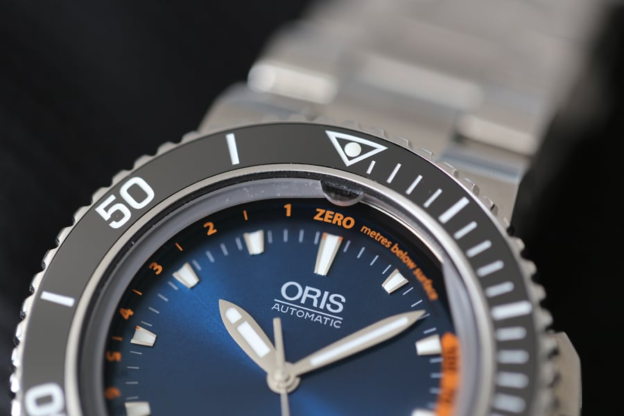 Einlassöffnung für den Tiefenmesser der Oris Aquis Depth Gauge Edition Chronos