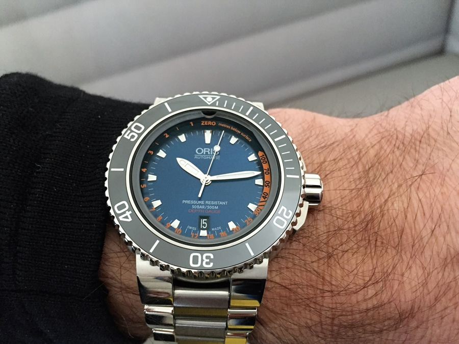 Wristshot: Oris Aquis Depth Gauge Edition Chronos am Handgelenk