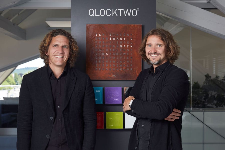 marco biegert und andreas funk mit ihrer qlocktwo. Black Bedroom Furniture Sets. Home Design Ideas