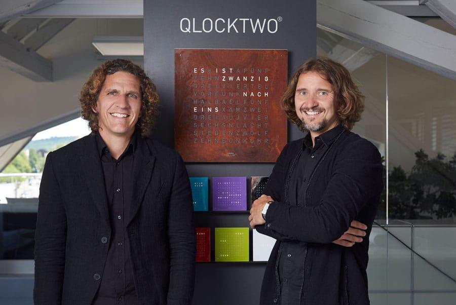 Marco Biegert und Andreas Funk mit ihrer Qlocktwo