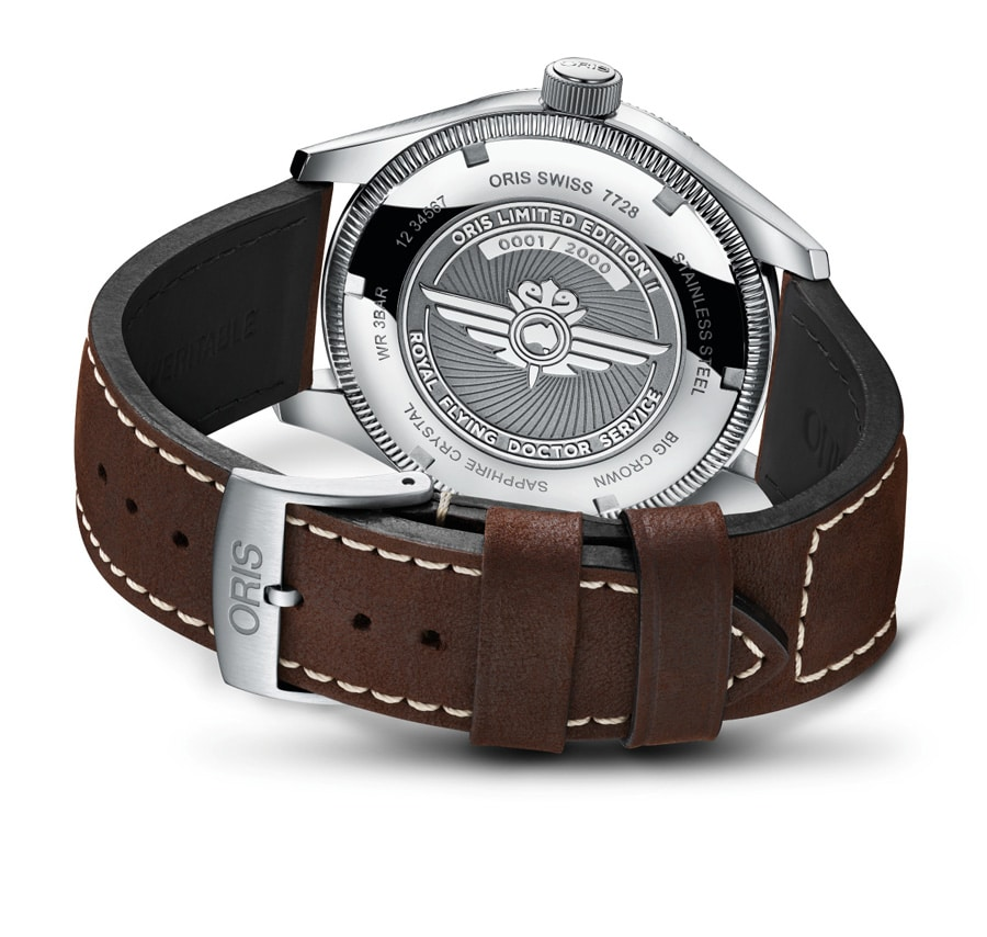 Der Boden der Oris Royal Flying Doctor Service Limited Edition II trägt das Logo des RFDS