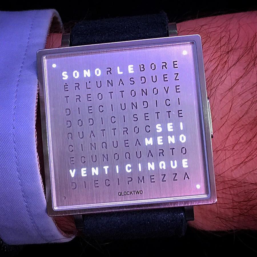 Für die Armbanduhr Qlocktwo stehen acht verschiedene Sprachen zur Verfügung