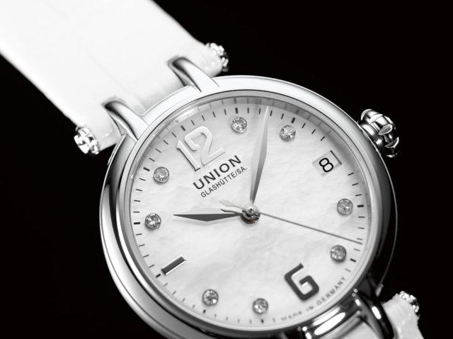 Bei Uhren wird Perlmutt häufig für das Zifferblatt verwendet