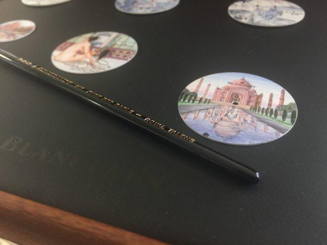 In der Atelierwerkstatt von Blancpain verwandeln Emailmalereien die Uhren zu kleinen Kunstwerken.