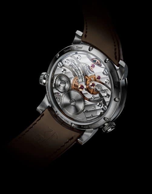 Die Namen der für das Kaliber verantwortlich zeichnenden Uhrmacher sind auf dem Handaufzugswerk eingraviert.