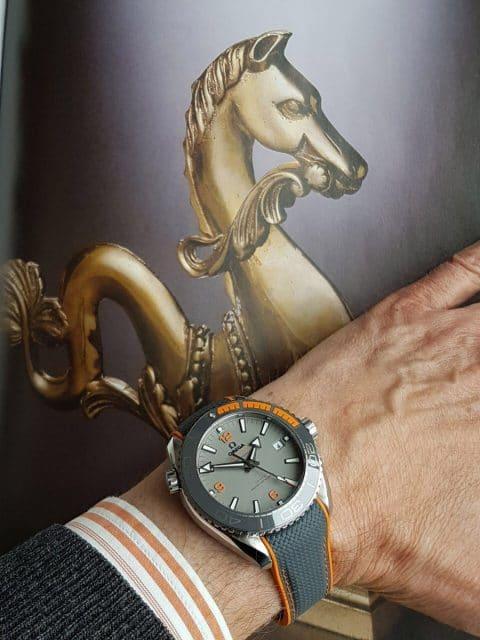 Die Omega Seamaster Planet Ocean 600 M Co-Axial Master Chronometer am Handgelenk von Dr. Hans-Ulrich Röder