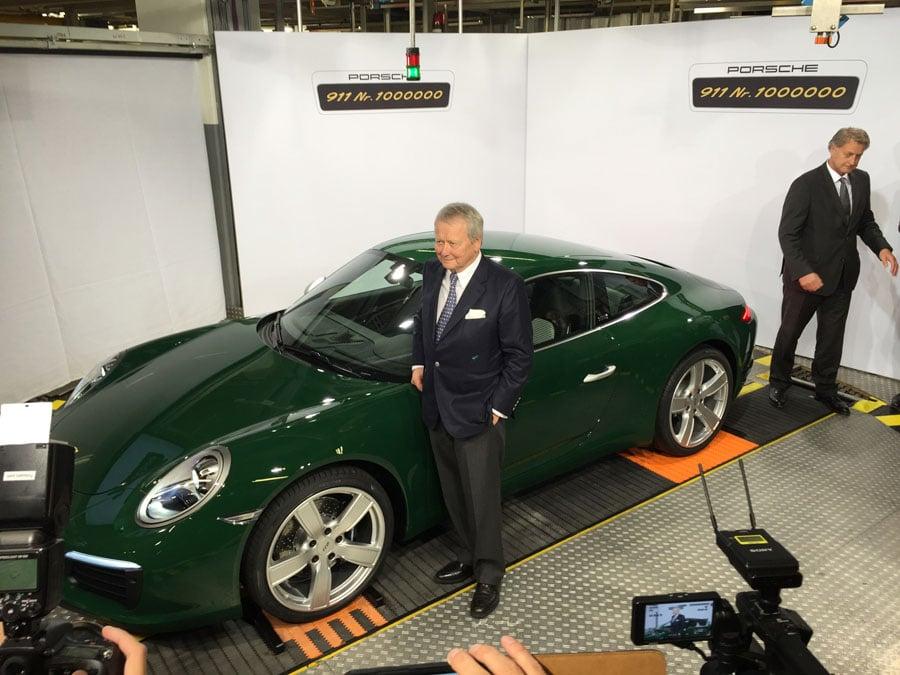 Dr. Wolfgang-Porsche mit dem millionsten Porsche 911