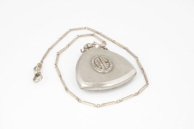 Al Capones Taschenuhr trägt seine Initialen als Diamantbesatz